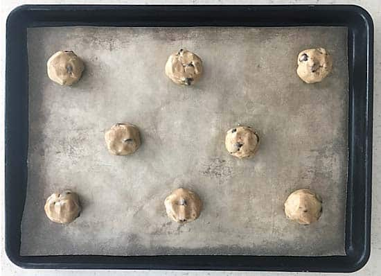 baking sheet with unbaked cookies